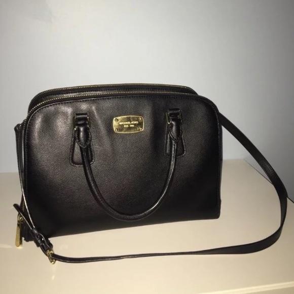 47330ffd03f10a Michael Kors Bags | Reese Lg 85 | Poshmark